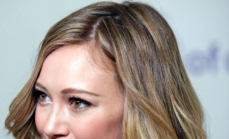 Hilary Duff Nude Photo Leak: Singer Contacts FBI, Claims Pics Are Fake