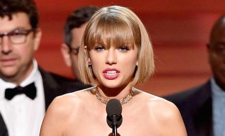 Taylor Swift Wins Album of the Year!