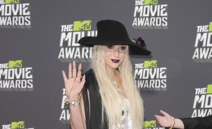 "Ke$ha Describes Harry Styles as ""Cute,"" Admits: We're Texting!"