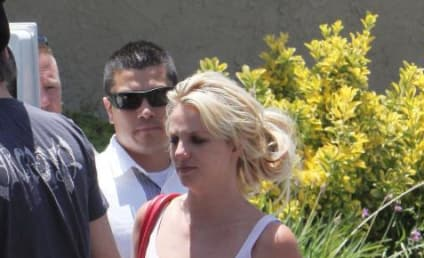 Britney Spears, Jamie Lynn Spears Heckled By Passerby