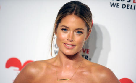 Doutzen Kroes: Pregnant and Naked!