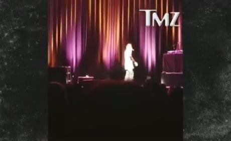 Katt Williams PUNISHES Audience Member With Mic to the Head
