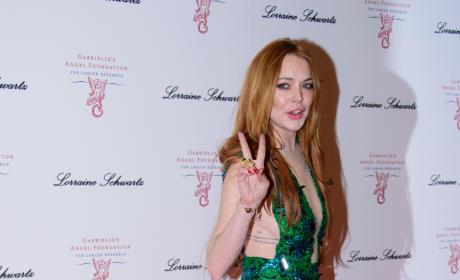 Lindsay Lohan Peace Sign Image