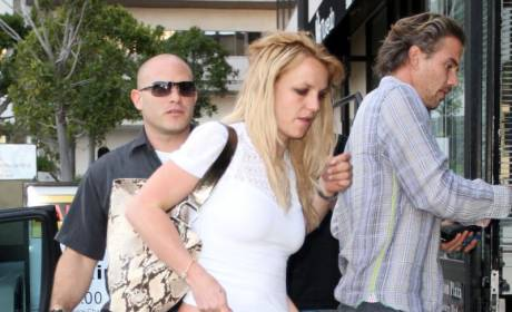 Britney Spears' Mom Moving In?