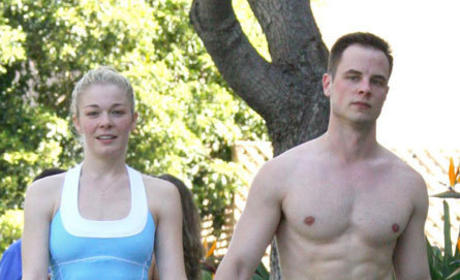 Dean Sheremet Kind of Disses LeAnn Rimes, Singer Milks it For Attention on Twitter