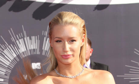 "Iggy Azalea-Eminem Feud Heats Up Following ""Old Man"" Diss on Twitter!"