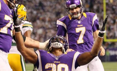 Adrian Peterson Leads Vikings to the Playoffs, Barely Misses Rushing Record