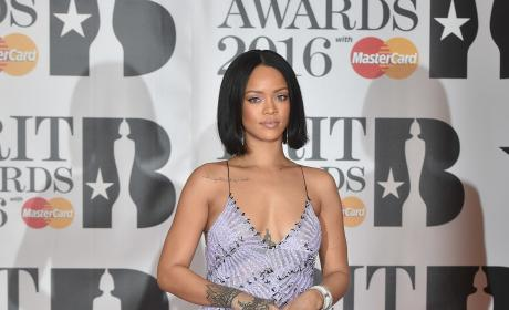 Rihanna: Throwing Shade at Beyonce on Twitter?