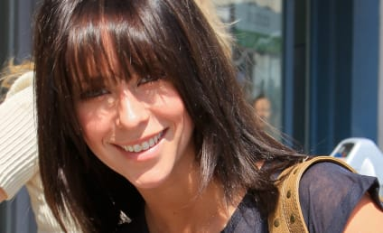 Jennifer Love Hewitt Aims to Inspire, Fails