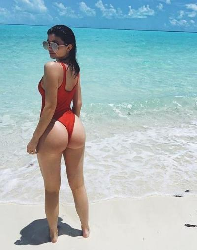 Kylie Jenner: Vacation Butt Selfie