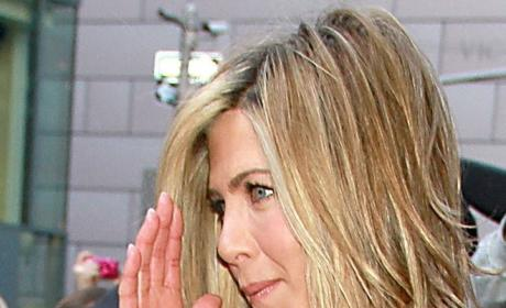 Jennifer Aniston Says Angelina Jolie is Not Cool