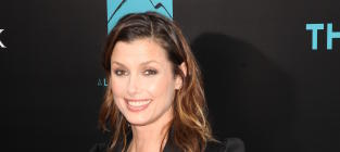 Bridget Moynahan, Pal Chat in Odd YouTube Video
