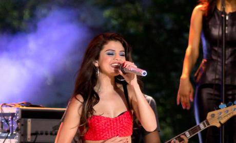 "Selena Gomez Seeks ""Super Private"" Love Life, Accepts Pitfalls of Fame"