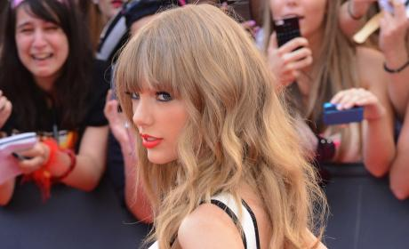 Taylor Swift Lost Virginity to Which Famous Ex (Who Dumped Her Via Text)?!