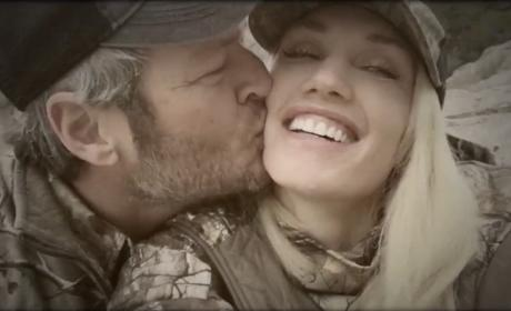Blake Shelton Can't Stop Kissing Gwen Stefani
