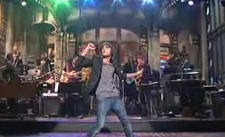 Zac Efron Thanks Tweens, Mocks High School Musical