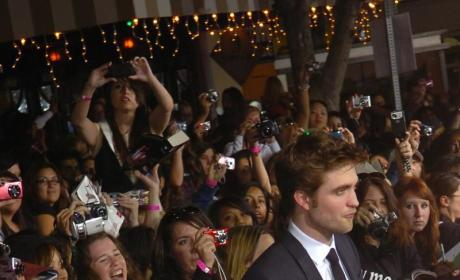 New Moon Premiere Pics: Robsten, Taylor and Many More!