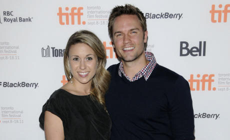 Scott Porter Marries Kelsey Mayfield!