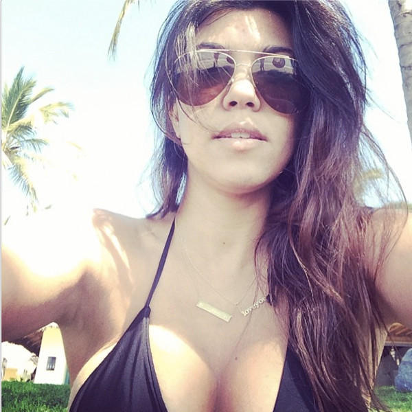 Kourtney Kardashian: Cleavage Selfie!
