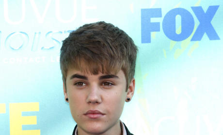 Teen Choice Awards Fashion Face-Off: Justin Bieber vs. Taylor Lautner