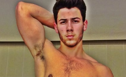 Nick Jonas: Shirtless, Sexy Selfie Alert!