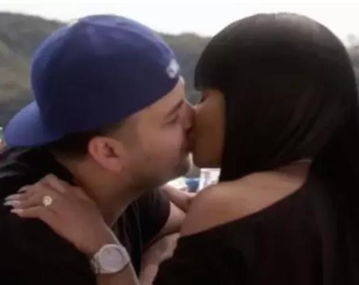 Rob Kardashian and Blac Chyna Kiss