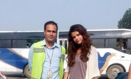Selena Gomez: No Makeup in Nepal!