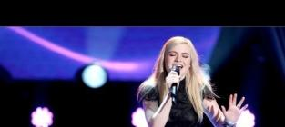 """Holly Henry Wows The Voice Coaches With """"The Scientist"""""""