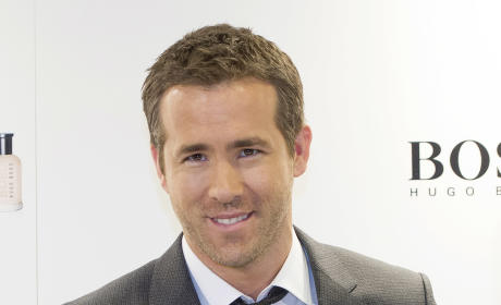 Ryan Reynolds Poses Like a Boss