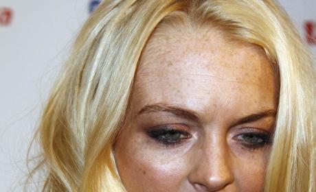 Lindsay Lohan: Spurs Fan, Flower Sniffer