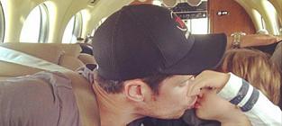 Nick Lachey Kisses Son