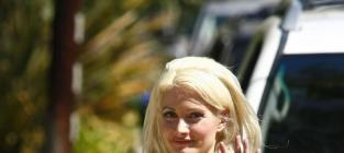 Holly Madison Nude in Playboy: Book It!