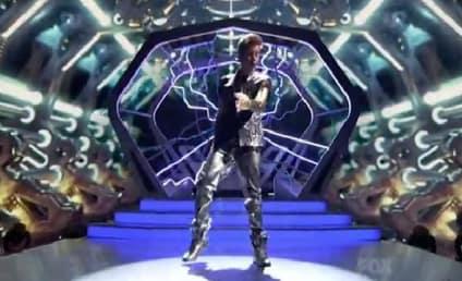 Justin Bieber Headlines 2012 Teen Choice Awards [Video]