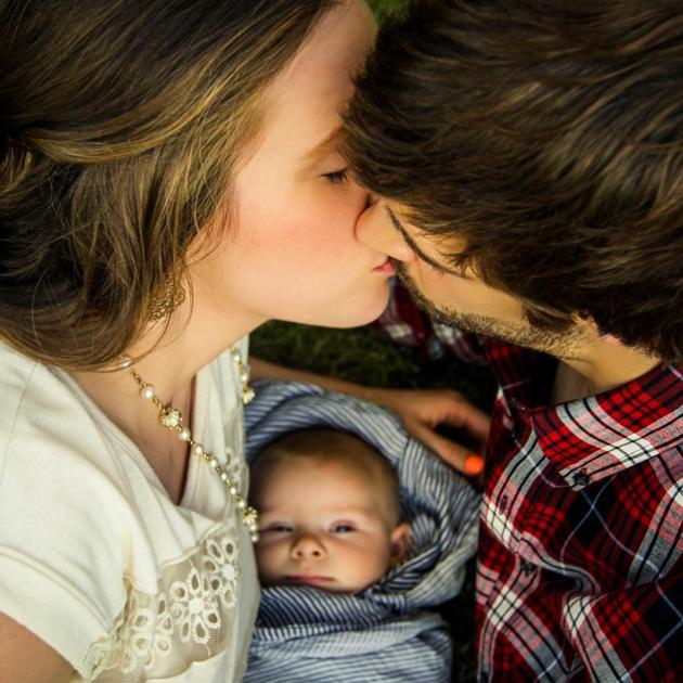 19 Kids And Counting S Jill Duggar And Derick Dillard: Jill Duggar Kisses Derick Dillard, Israel Looks On