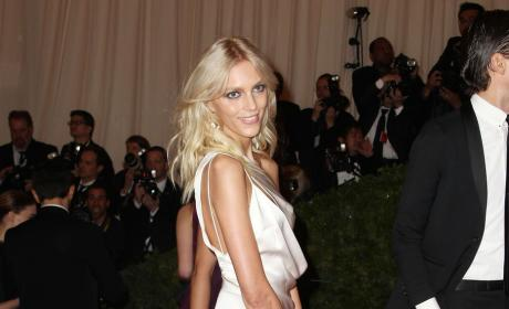 Anja Rubik, Leg Pose One-Up Angelina Jolie