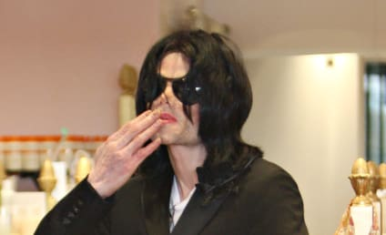 """Michael Jackson """"Begged"""" For Drugs, Doctor Claims"""