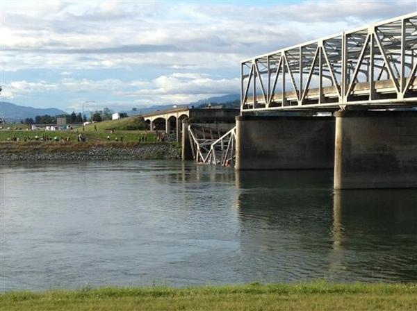 I-5 Bridge Collapse Photo