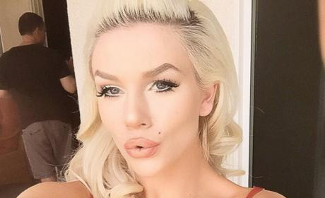 Courtney Stodden puckers up