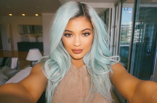 Kylie Jenner: Blue Hair Selfie!