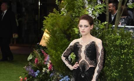 Fashion Face-Off: Kristen Stewart vs. Charlize Theron