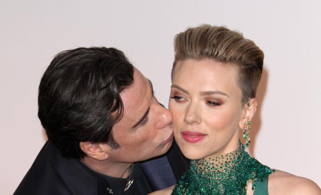John Travolta, Scarlett Johansson: Oscar Red Carpet Photo
