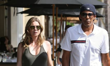 Ellen Pompeo & Chris Ivery: Married, Strolling in L.A.
