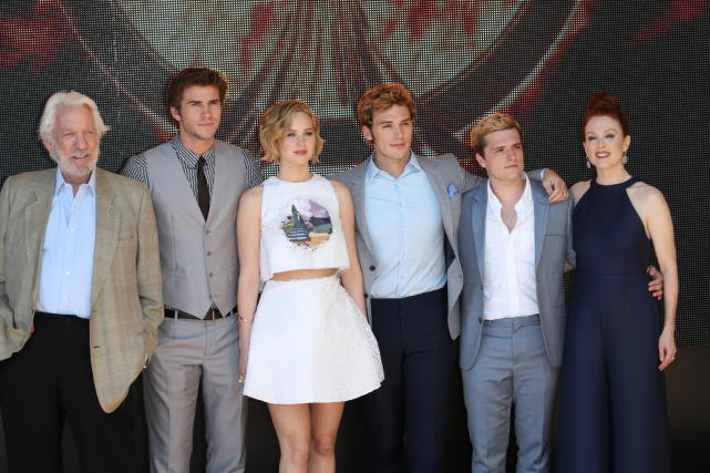 Mockingjay Cast Photo