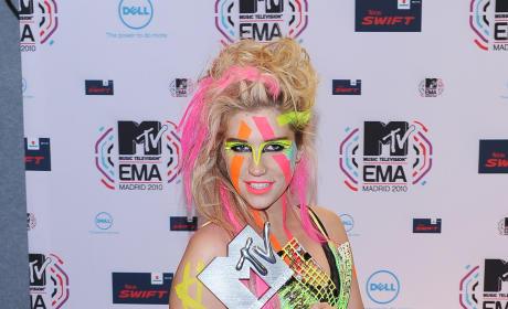 Who looked better, Shakira or Ke$ha?