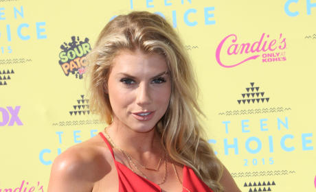 Charlotte McKinney at Teen Choice Awards