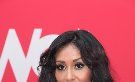 "Snooki Lost Virginity at 14, Finds Amanda Bynes ""Interesting"""