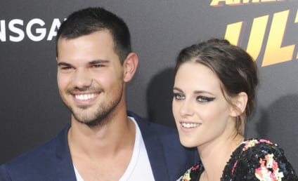 Kristen Stewart and Taylor Lautner: Getting Close on the Red Carpet!