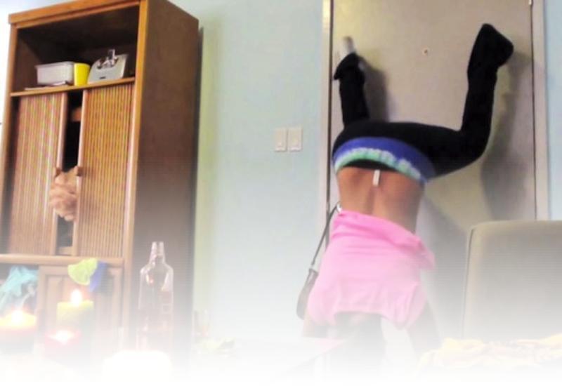 Girl Fails at Twerking Twerking Fail Girl Crashes