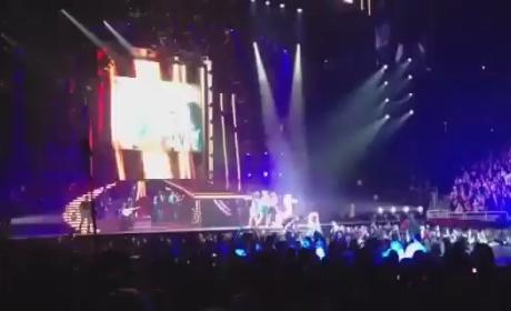 """Taylor Swift - """"22"""" (Live in Omaha)"""
