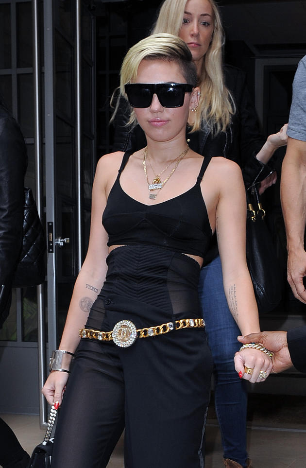 Miley Cyrus Exits London Hotel